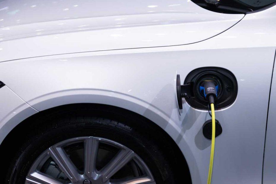 voiture-electrique-pneu